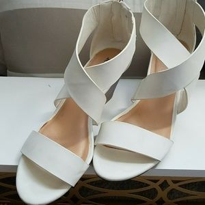 White Just fab low wedges Size 7.5